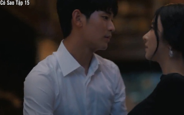 """""""Điên thì có sao"""": Kim Soo Hyun bế bổng Seo Ye Ji lên giường sau khi bị bạn gái từ mặt"""