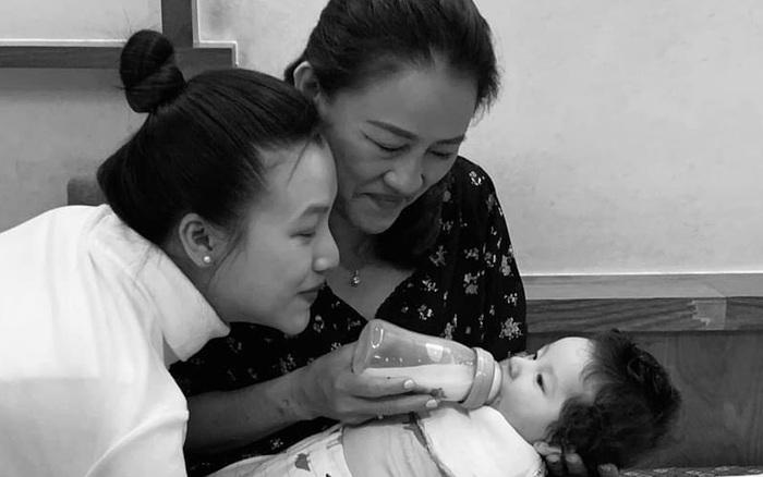 """Á hậu Hoàng Oanh cảm thán """"làm mẹ mệt quá mẹ ơi"""" sau ít tháng sinh con đầu lòng"""