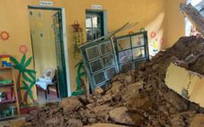Lào Cai: Đất đá sạt lở đè sập một lớp học mầm non, may mắn xảy ra vào rạng sáng