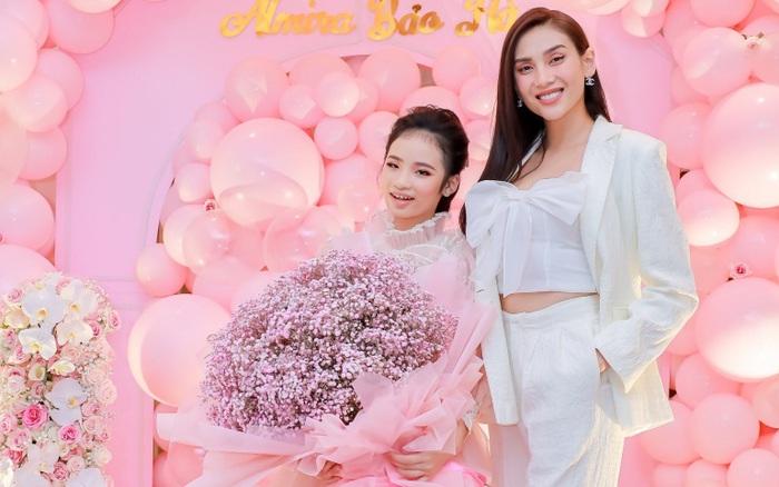 Siêu mẫu Võ Hoàng Yến cùng dàn sao Việt choáng ngợp với tiệc sinh nhật lộng lẫy của mẫu nhí 11 tuổi