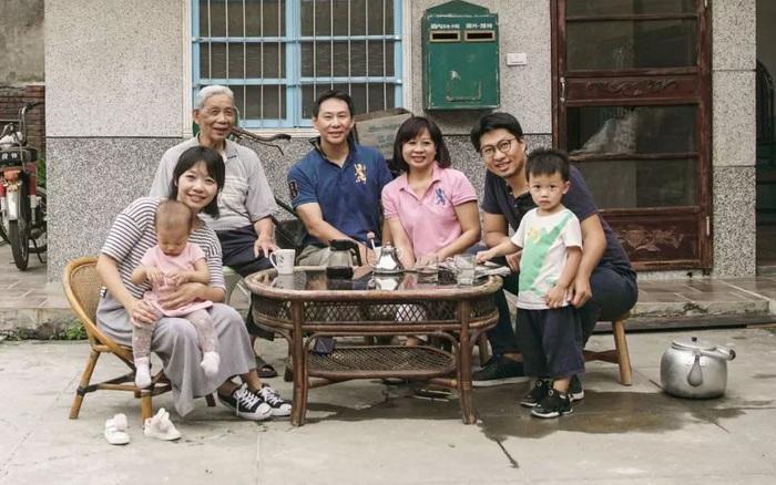 Căn nhà bỏ hoang 10 năm biến thành tổ ấm tiện nghi dành cho 4 thế hệ chung sống