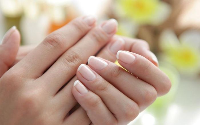 """4 dấu hiệu trên móng tay """"chỉ điểm"""" trong người bạn đang có mầm bệnh"""