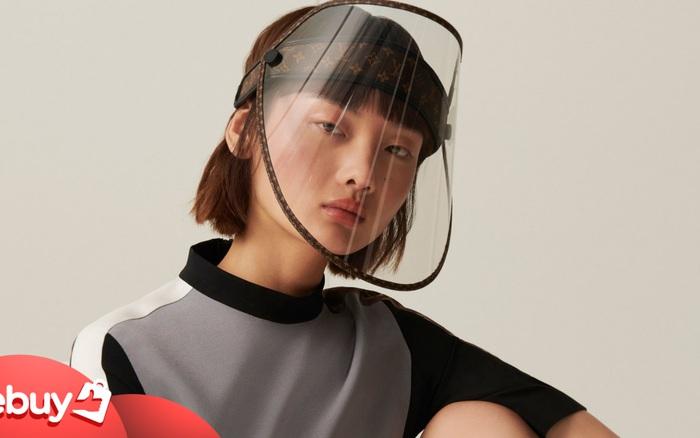 Chống dịch sang chảnh kiểu Louis Vuitton: Khiên che mặt nhìn vô cùng tầm thường, in thêm logo LV vào là giá độn lên cả nghìn đô