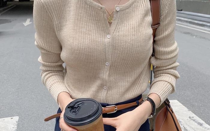 Áo len tăm sọc dọc: Món đồ đúng chuẩn thời tiết mùa Thu, mặc lên sang xịn lại còn nhìn Hàn Quốc hết ý