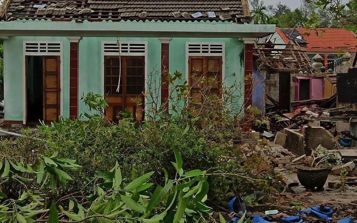 Tan hoang chùm ảnh bão số 5 đổ bộ: Cây đổ la liệt, nhiều nhà dân sập hoàn toàn, hàng loạt xế hộp hư hỏng