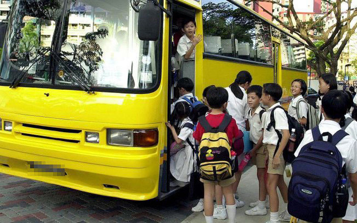 14 học sinh bất ngờ bị tài xế bỏ mặc trên xe đưa đón của trường, bố mẹ hoảng hốt phát hiện ra con đang ở một nơi rất xa