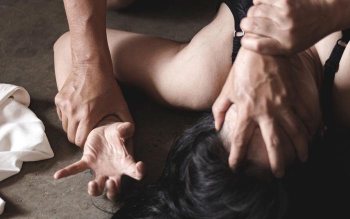 """Vĩnh Phúc: Bé gái 12 tuổi bị ép quan hệ tình dục, tống tiền sau khi gửi ảnh """"nóng"""" cho bạn trai quen qua mạng"""