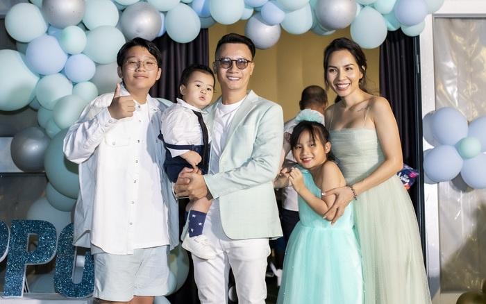 Vợ chồng Hoàng Bách - Thanh Thảo gây xúc động khi lần đầu chia sẻ clip sinh nở đầy kỷ niệm trong tiệc sinh nhật tròn 1 tuổi của bé Hippo