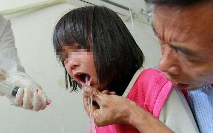 Bé gái 3 tuổi bị ngộ độc chì, bác sĩ cảnh báo ba loại thực phẩm này cho trẻ ăn càng ít càng tốt