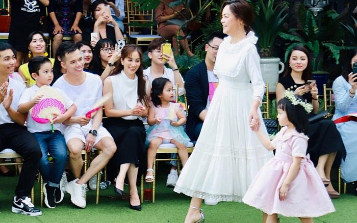Phạm Quỳnh Anh lần đầu làm người mẫu, gia đình Khánh Thi - Phan Hiển liền có phản ứng này