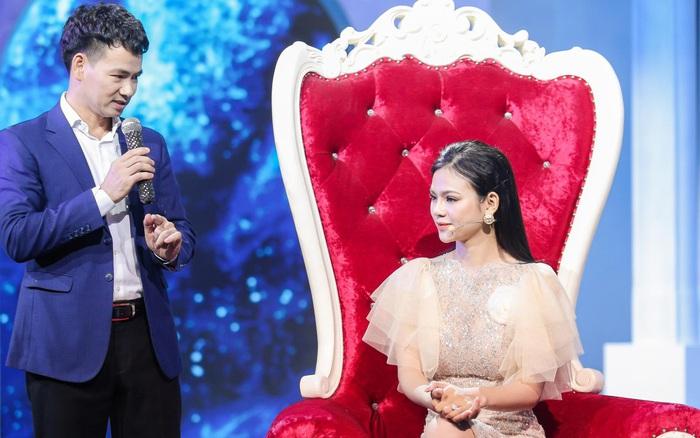 Nàng Á hậu xinh đẹp đến show hẹn hò vì ế chồng, Xuân Bắc phải ngồi bệt xuống sàn để tư vấn