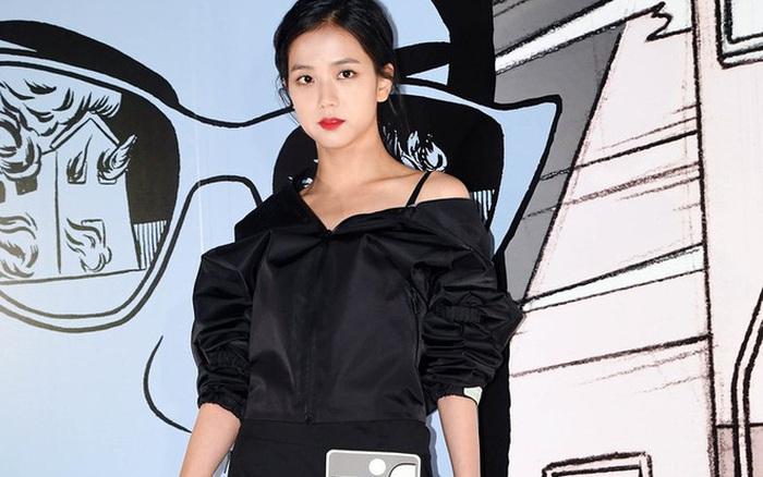 Jisoo mix đồ như 2 năm trước nhưng visual đỉnh hơn, style tưởng cũ nhưng lại là trend hiện giờ