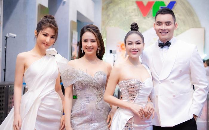 Hoa hậu Áo Dài Tuyết Nga diện váy xẻ khoe chân dài, đọ sắc cùng Hồng Diễm và Diễm My 9x