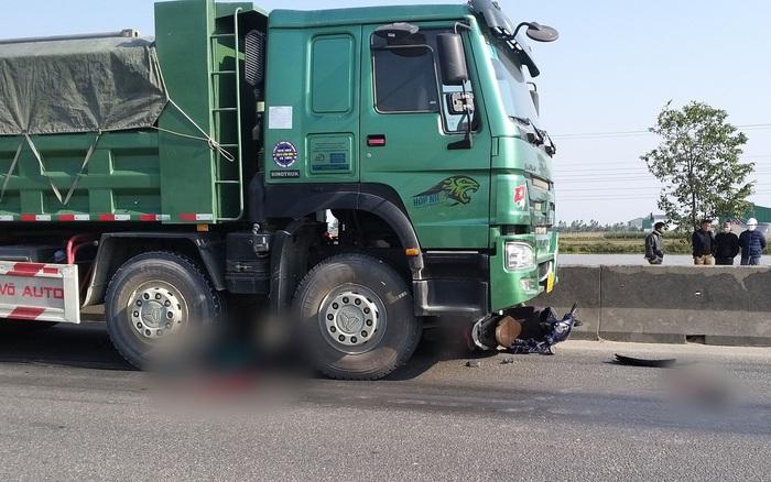 Thương tâm: Người phụ nữ tử vong tại chỗ sau va chạm với xe tải, thi thể không còn nguyên vẹn