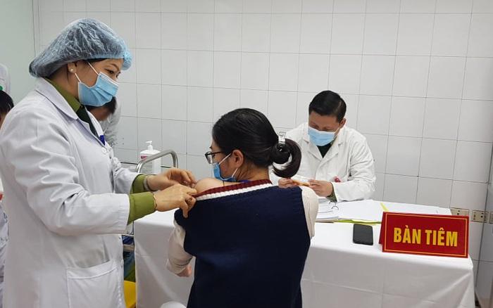 3 nữ tình nguyện đầu tiên tiêm vắc xin COVID-19 của Việt Nam liều cao nhất