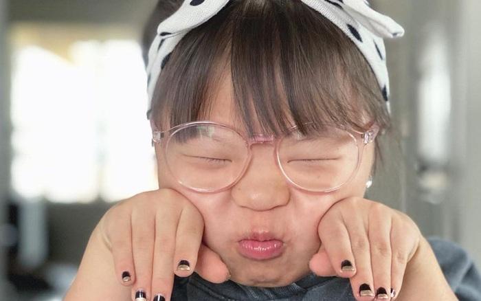 Cô gái nhỏ mắc hội chứng Down trở thành ngôi sao Tiktok nhờ khả năng trang điểm cực đỉnh