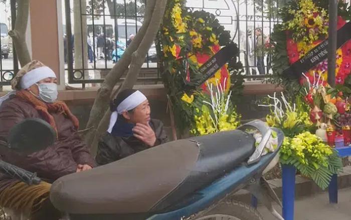 Vụ xe buýt tông kinh hoàng cụ bà 75 tuổi ở Hà Nội: Con trai đau đớn từ quê nhà ra đón mẹ, khẳng định cụ không phải là người bán hàng rong