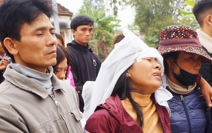 Nghệ An: Nhói lòng 4 đứa trẻ tội nghiệp đội khăn tang, ngơ ngác gọi bố