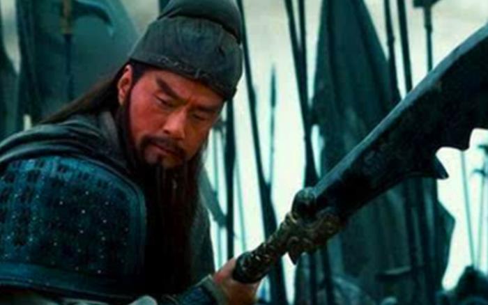 Vũ khí trong lịch sử Trung Hoa nặng hàng trăm cân nhưng tướng lĩnh vẫn sử dụng dễ dàng, nguyên nhân không hề