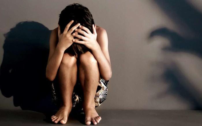 Cãi nhau với bố, con gái 12 tuổi dọn sang ở cùng mẹ rồi không ngờ bị rơi vào kế ...
