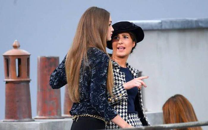"""Nữ nhân phá show Chanel muốn """"đấm nhau"""" với Gigi Hadid, hé lộ cách thức đi ..."""