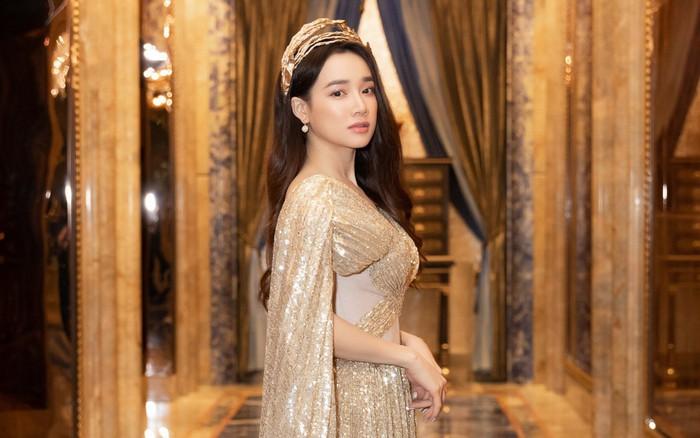 """Ngập sắc vàng kim cả một thảm đỏ: Lan Ngọc đài các đúng kiểu """"Crazy Rich ..."""