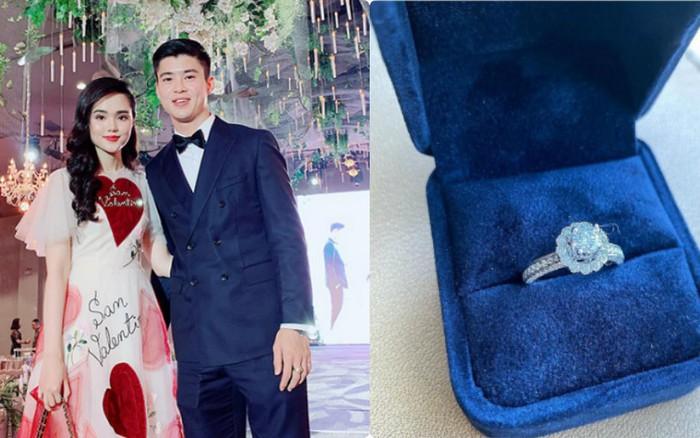 Bạn gái khoe nhẫn kim cương rồi lấp lửng chuyện mời cưới, phải chăng cầu thủ Duy Mạnh