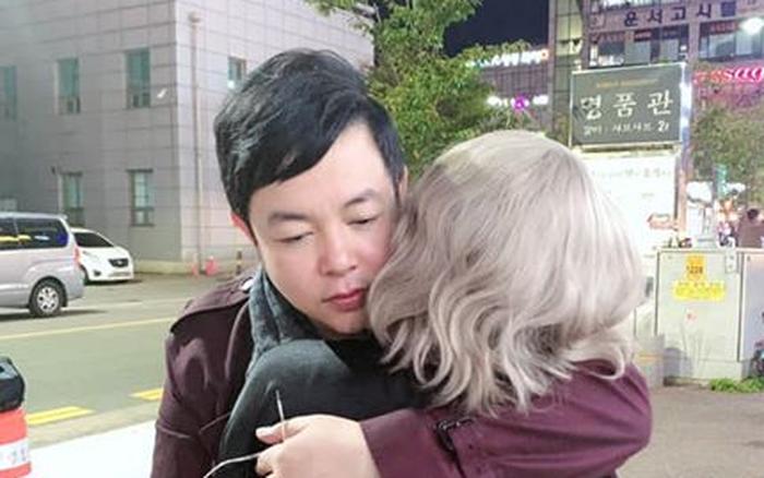 Sau bức ảnh hôn má vợ cũ Hồ Quang Hiếu, Quang Lê úp mở chuyện hẹn hò bằng ...