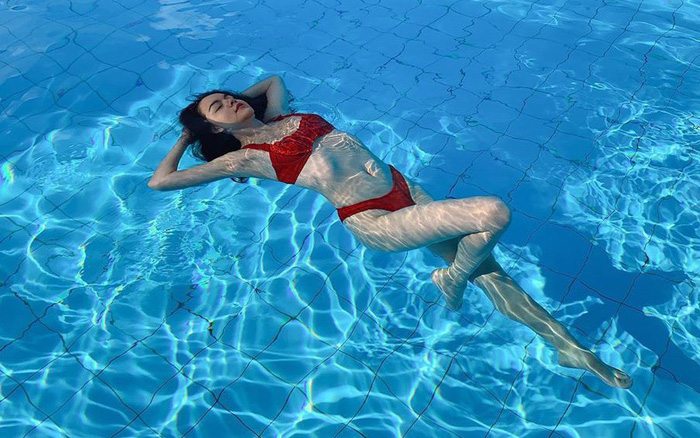 Phạm Quỳnh Anh mặc bikini quyến rũ, khoe thân hình cân đối