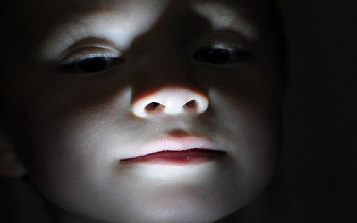Bị bắt cóc đến khu vực hoang vắng, bé gái 4 tuổi thốt lên một từ khiến kẻ buôn ...