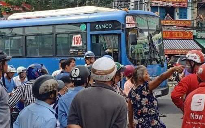 tài xế xe buýt dùng hung khí đâm bị thương tài xế
