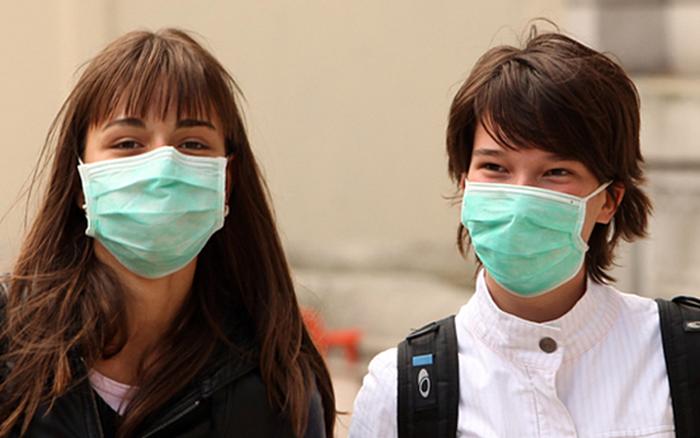 Nhiều người đeo khẩu trang y tế chống ô nhiễm không khí: Bác sĩ tiết lộ sự thật giật ...