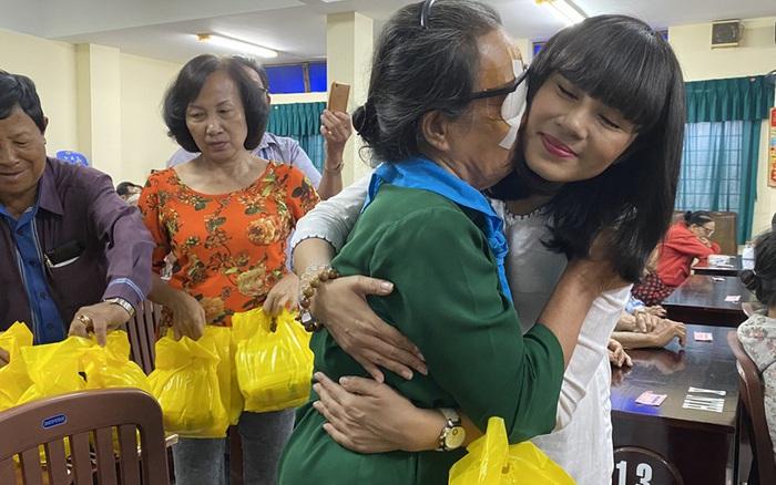 Mừng sinh nhật, Việt Trinh lai gây xúc động với hành động vô cùng ý nghĩa ...