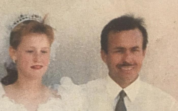 Bị cha dượng bắt cóc và ép kết hôn khi mới 11 tuổi, người phụ nữ phải sống trong 19 ...