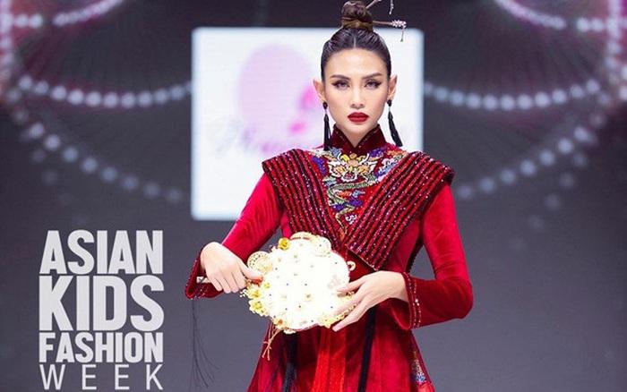 Siêu mẫu Võ Hoàng Yến làm vedette cho BST mới của NTK Phương Hồ
