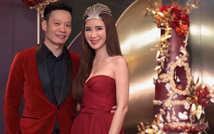 U50 Jamie Chua thường xuyên mặc đồ đồng điệu cùng bạn trai, gần đây ...