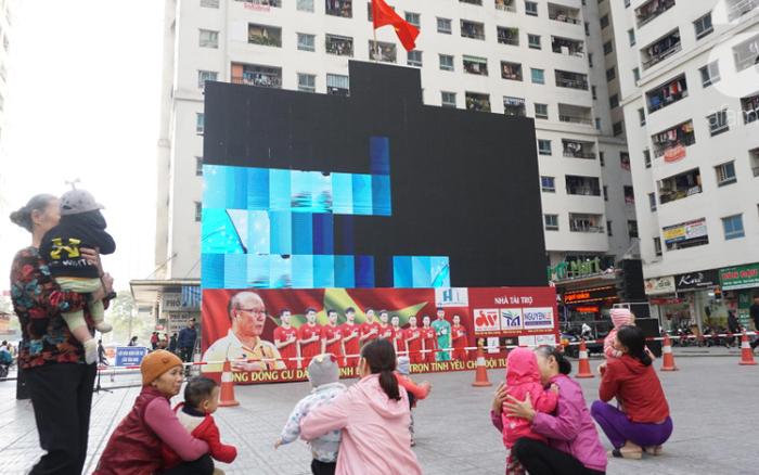 Đường phố bày ngập kèn, cờ, nhiều nơi dựng màn hình Led siêu ... - xổ số ngày 22102019