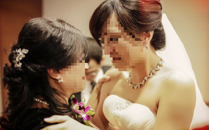 Đang chán ngán vì đám cưới bị tổ chức như đám giỗ, ...
