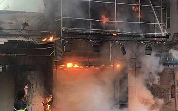 Hà Nội: Hàng chục người thoát nạn từ cầu thang bộ sau vụ cháy ...