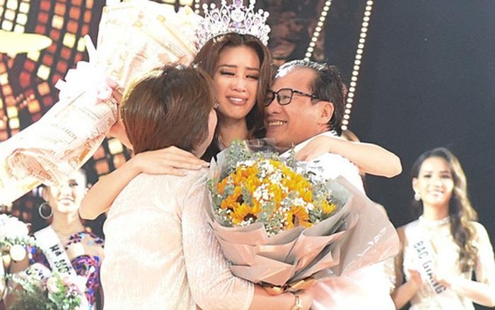 Vừa ăn vừa chơi nên bị bố dọa phạt, Hoa hậu Hoàn vũ Khánh Vân ...