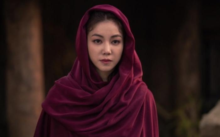 Mỹ nhân bị đồn là tình nhân của Song Joong Ki quyến rũ, xinh đẹp lấn át nữ ...