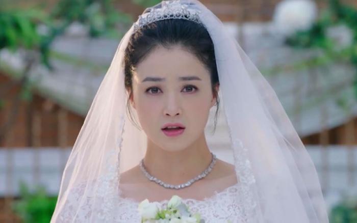 Ngày chị gái tổ chức đám cưới, bố đã đến dự nhưng hành động của chị ấy lại ...