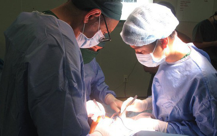 Kinh hoàng bệnh nhân 24 tuổi có khối u 2,3kg: Bác sĩ cảnh báo những triệu chứng ...