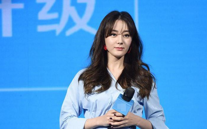 """Từng được tung hô là """"mỹ nhân đẹp nhất Trung Hoa"""", Địch Lệ Nhiệt Ba lại lộ mặt ..."""