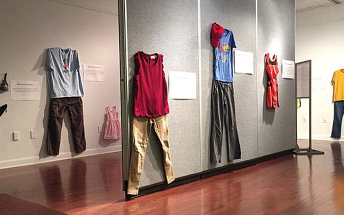 Bỉ mở triển lãm những trang phục của nạn nhân hiếp dâm để chứng minh việc ăn mặc thế ...