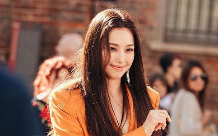 """""""Hoa hậu đẹp nhất Hàn Quốc"""" Honey Lee xuất hiện với thần thái hút hồn khiến ..."""