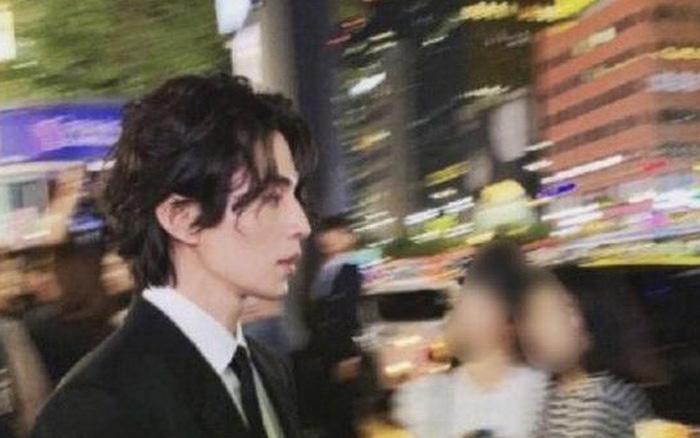Chỉ là ảnh do fan chụp cũng đủ khiến người nhìn mê mẩn, Lee Dong Wook quả xứng danh ...