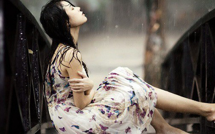 Đêm ấy, giữa trời mưa tầm tã, mẹ chồng độc ác bắt tôi phải từ bỏ giọt máu của ...