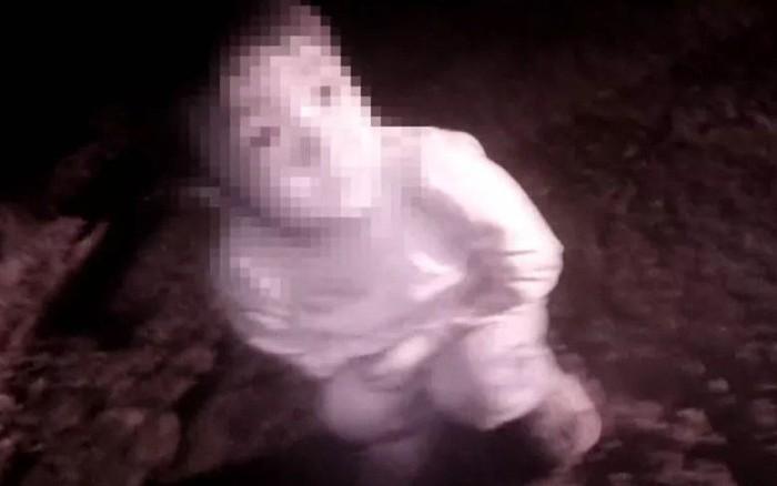 Điều tra bé gái trắng bệch đang khóc bên vệ đường lúc 3h sáng, cảnh ...