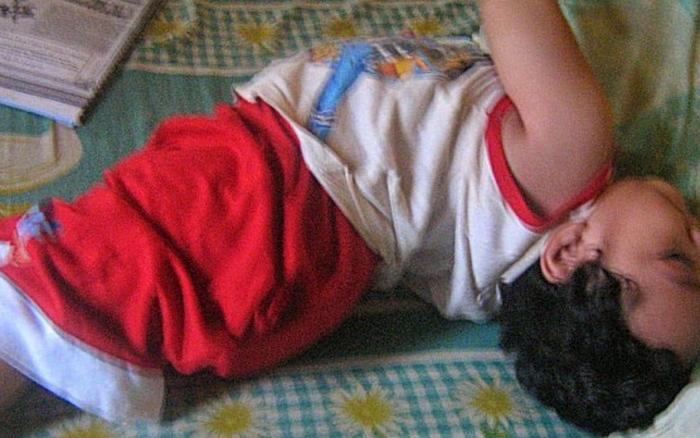 Bà mẹ chia sẻ khoảnh khắc đáng sợ khi cậu con trai lên cơn động kinh ...